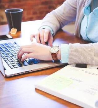 Online marketing alapok és terv elkészítése, mely nem a nyomulásról szól